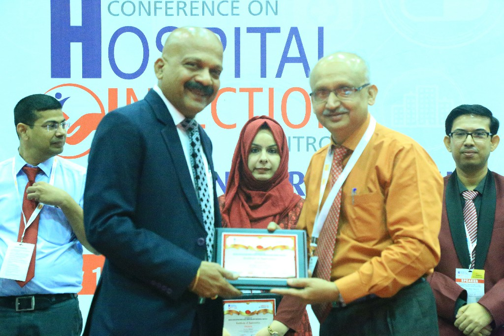 Jayaraman-Nair-Chairman-Virtual-Info-Systems-Pvt-Ltd-Dr-Raghavendra-Kulkarni-Professor-Head-Department-of-Microbiology-SDM-Medical-College-1